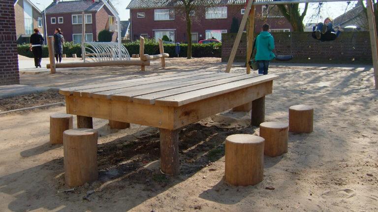 Robinia houten werktafel met zitstammen