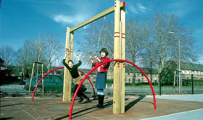 Houten speeltoestel – Ringen duo