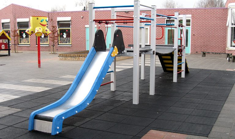 Kunststof speeltoestel – Touwbrug